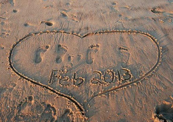 annoncer sa grossesse, les pieds dans le sable