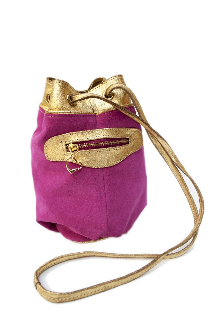 MARINERO SWEET Gamuza fucsia y Cuero luxor oro, herrajes bañados en oro TIENDA ONLINE: http://www.valecanale.com.ar/#!/producto/15 FAN PAGE:  https://www.facebook.com/ValeCanaleBagsDesign TWITTER: @valecanalebags