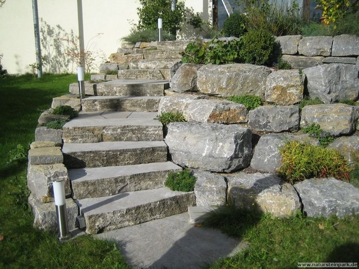 Landscaping steps and boulders retaining wall