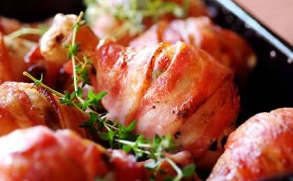 Chicken Drumsticks with a Cream Cheese & Herb Stuffing: a delicious main course for a #Valentine's Day party