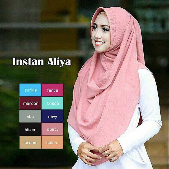 👑Jilbab Instant Aliya Pad👑    Jilbab instant dengan pad antem, cocok untuk dikenakan sehari-hari, praktis langsung langsung slup, tanpa peniti / jarum.  ----  Bahan : Diamond Georgette  ----  Ukuran : panjang sesuai gambar (sampai bawah perut)  ----  Berat : 110 gram  ----  Warna :  - Turkish - Fanta - Marun - Tosca - Abu  - Navy - Hitam - Dusty (on model)  - Cream  - Salem  ----
