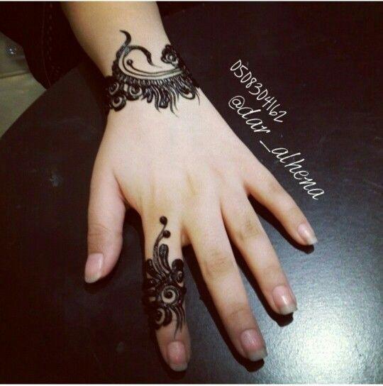 henna tattoo finger