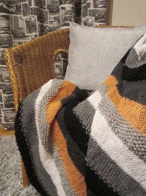 Tee-se-itse-naisen sisustusblogi: Knitted Throw Blanket