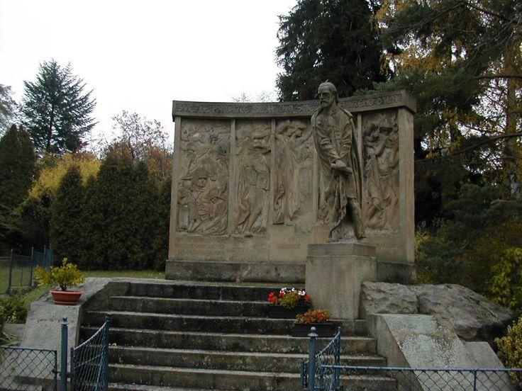 Pomník (Monument) B. Smetany od Františka Bílka v Jabkenickem parku ( Jabkenice, Park)