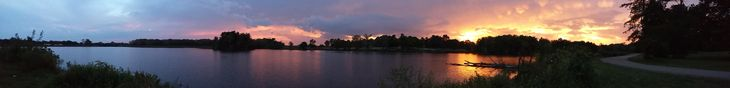 A panoramic picture I took of Lake Paradise in Mattoon IL several nights ago. [OC] [5440 x 656]