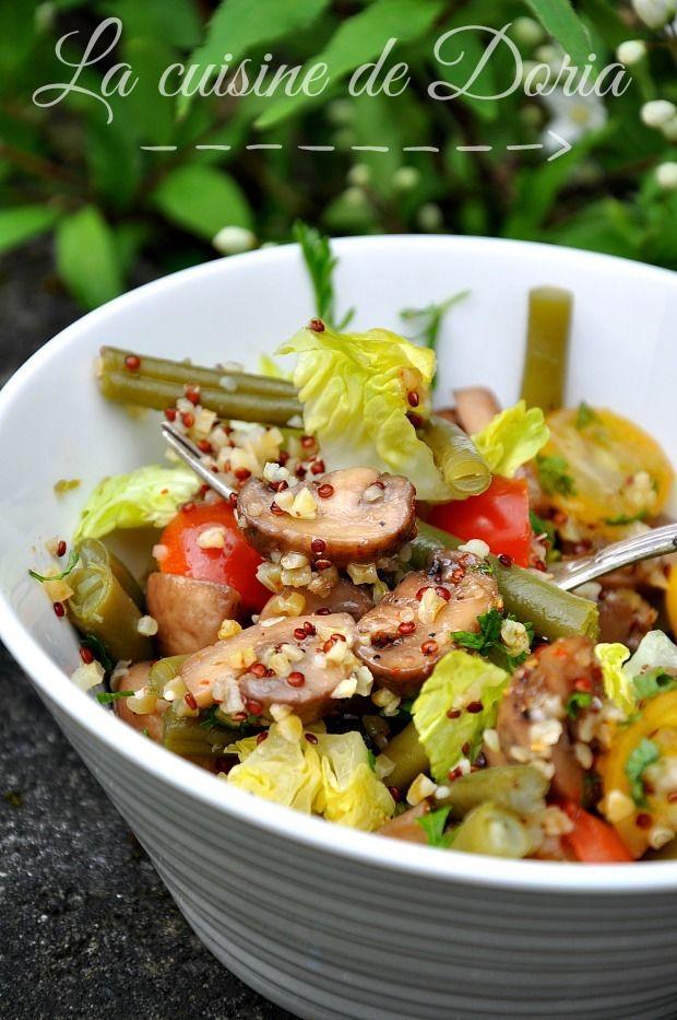 Une salade tout en fraîcheur et rapide à réaliser... Ingrédients pour 4 personnes 200 gr de quinoa et boulgour 1 poignet d'haricots verts frais 500 gr de champignons de Paris frais 1 salade sucrine 12 tomates cerises (rouges et jaunes) Huile d'olive extra...