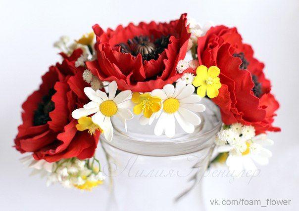 Ободок с маками, ромашками, лютиками из фоамирана и ягодами бузины из полимерной глины. Больше цветов на сайте ЦВЕТЫ-ФОАМИРАН.РФ