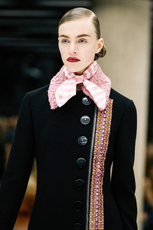 +20 Catchiest Scarf Trends for Women in 2017  - A scarf is not just a piece of cloth that women wear around the neck or over the shoulders for warmth. There are some women who wear scarves to keep w... -  neckerchiefs-2 .