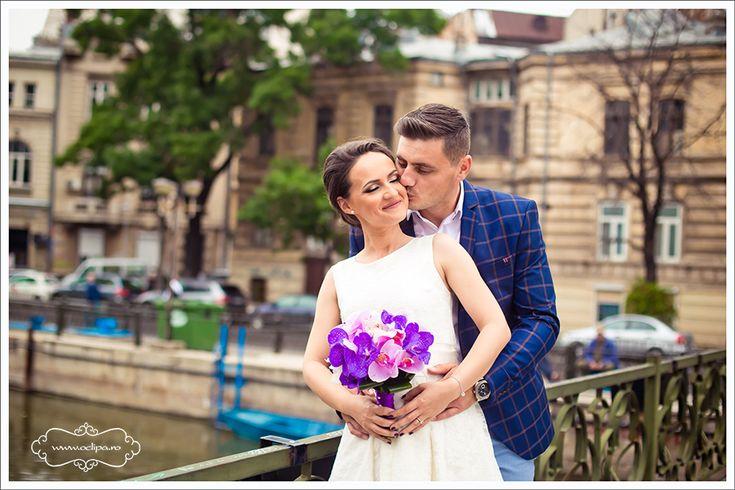 Machiajul de nunta: Cateva trucuri pentru a iesi totul bine Se stie ca in ziua nuntii toate privirile sunt atintite pe mireasa. Pentru amintiri de neuitat, in cea mai frumoasa zi din viata ta totul trebuie sa fi armonizat : rochia, pantofii, coafura si machiajul. O zi de nunta perfecta poate sa inceapa cu un …