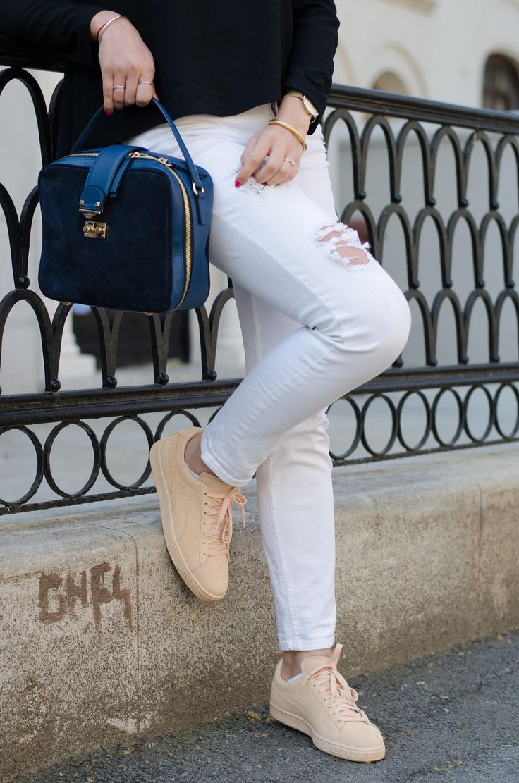 White ripped jeans / Pink Puma sneakers / Made in Italia suede bag /  www.cristinaeather.com