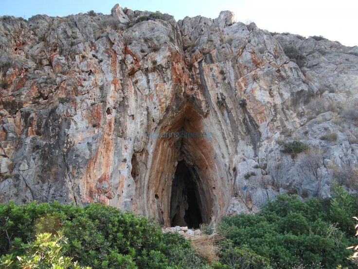Σπήλαιο στον όρμο Σαρακίνικου (Σίμος)