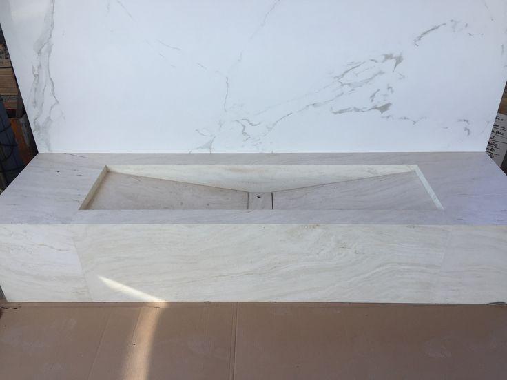 Bancada em Porcelanato Travertino Bianco by @arteemporcelanato
