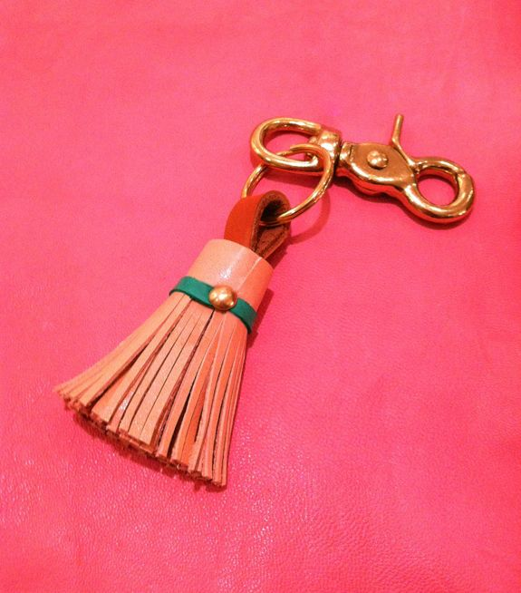 DIY leather tassel keychain. I should make one to replace my awesome red tassel keychain that fell apart.