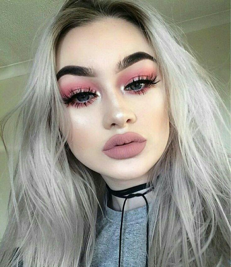 Chicas, esto lo encuentro un graaan error!!  Lo unico bueno de este maquillaje, son los pómulos y el color mate en labios. Lo demás ¡GRAVE ERROR!