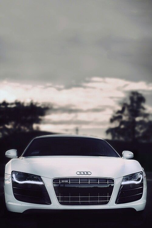 Stunning Audi R8! Click on this beauty to win the ultimate supercar driving experience!