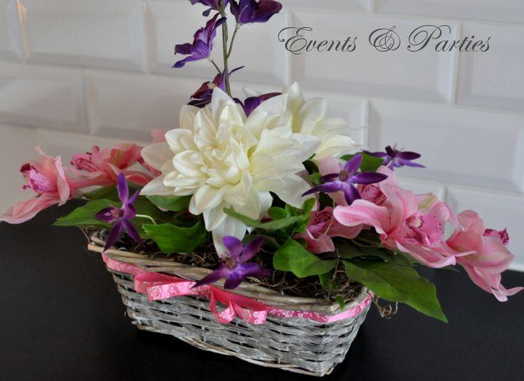 Całość ozdobiona przepiękną różową wstążką z nadrukiem delikatnych kwiatków.