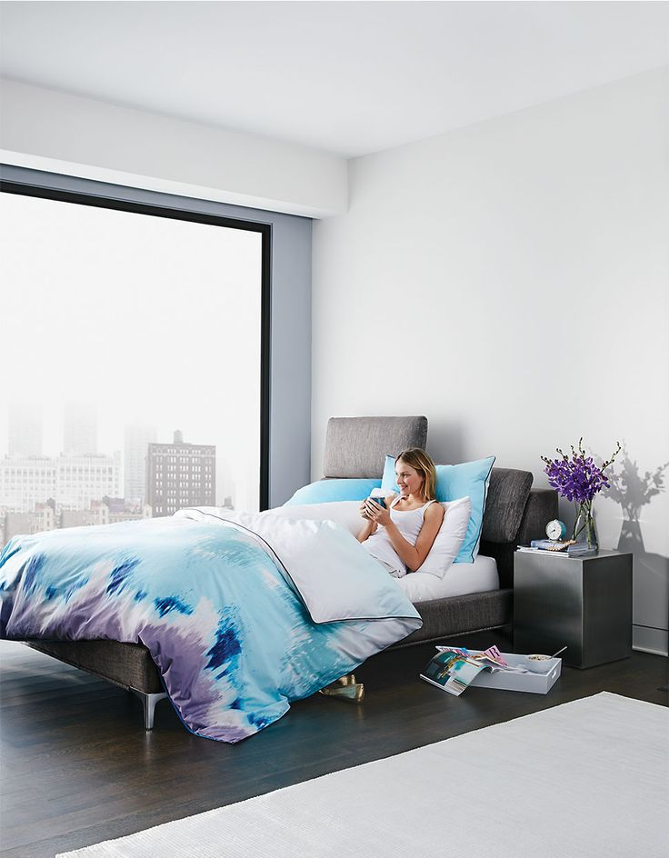 JAYMARRobin upholstered queen bed with Adjustable headboard cushions