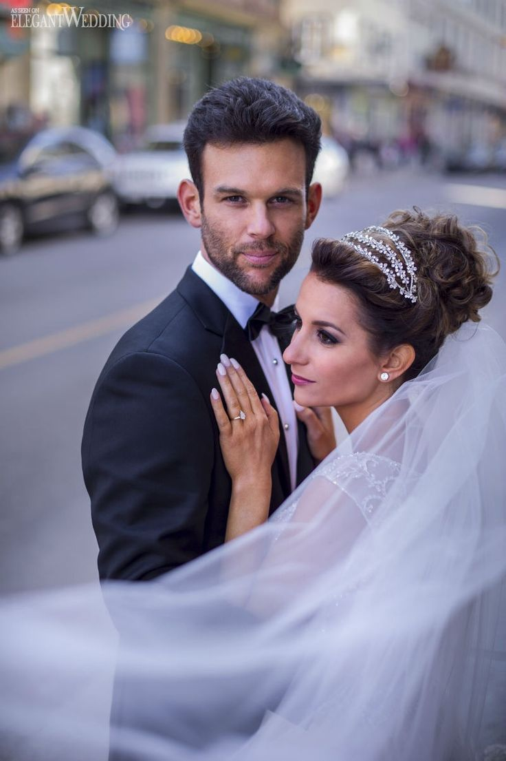 Br bridal headpieces montreal - Angelina And Seth Destined North From Montr Al To Qu Bec City For Their Glamorous Burgundy And Gold Wedding Filled With Greenery Lindsay Muciy Photography