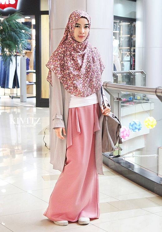 so sweet and female this pink skirt and hijab KIVITZ