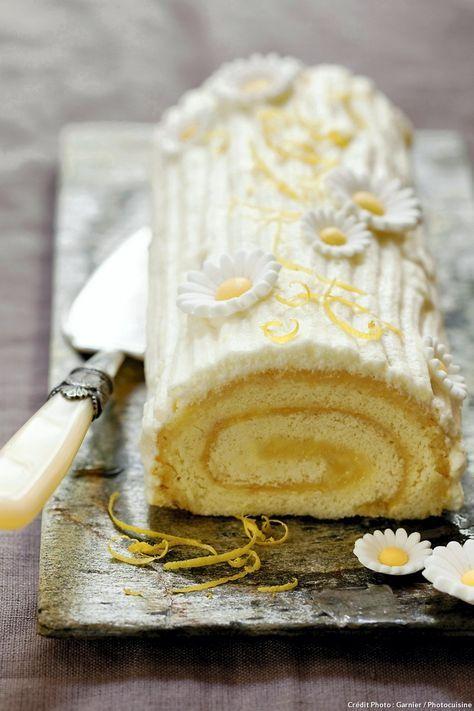Épatez vos invités avec notre recette de bûche roulée au citron, fraîche et acidulée, pour terminer votre repas de fête en beauté ! Un régal. #bûche #citron