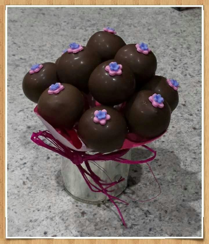Flower cakepops. Made by The Dotted Apron Bloemfontein. https://m.facebook.com/profile.php?id=703914623013978&refsrc=https%3A%2F%2Fwww.facebook.com%2Fpages%2FThe-Dotted-Apron%2F703914623013978