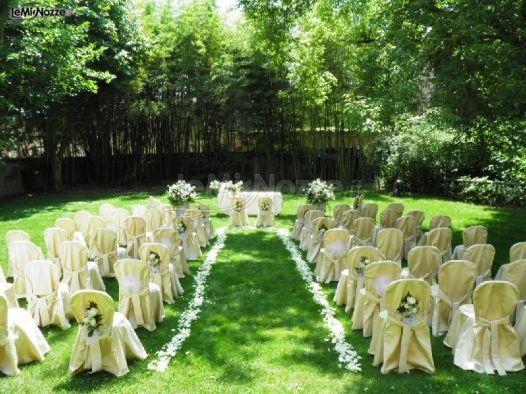 http://www.lemienozze.it/gallerie/foto-fiori-e-allestimenti-matrimonio/img15393.html Addobbi per la cerimonia di matrimonio con fiori per il matrimonio bianchi
