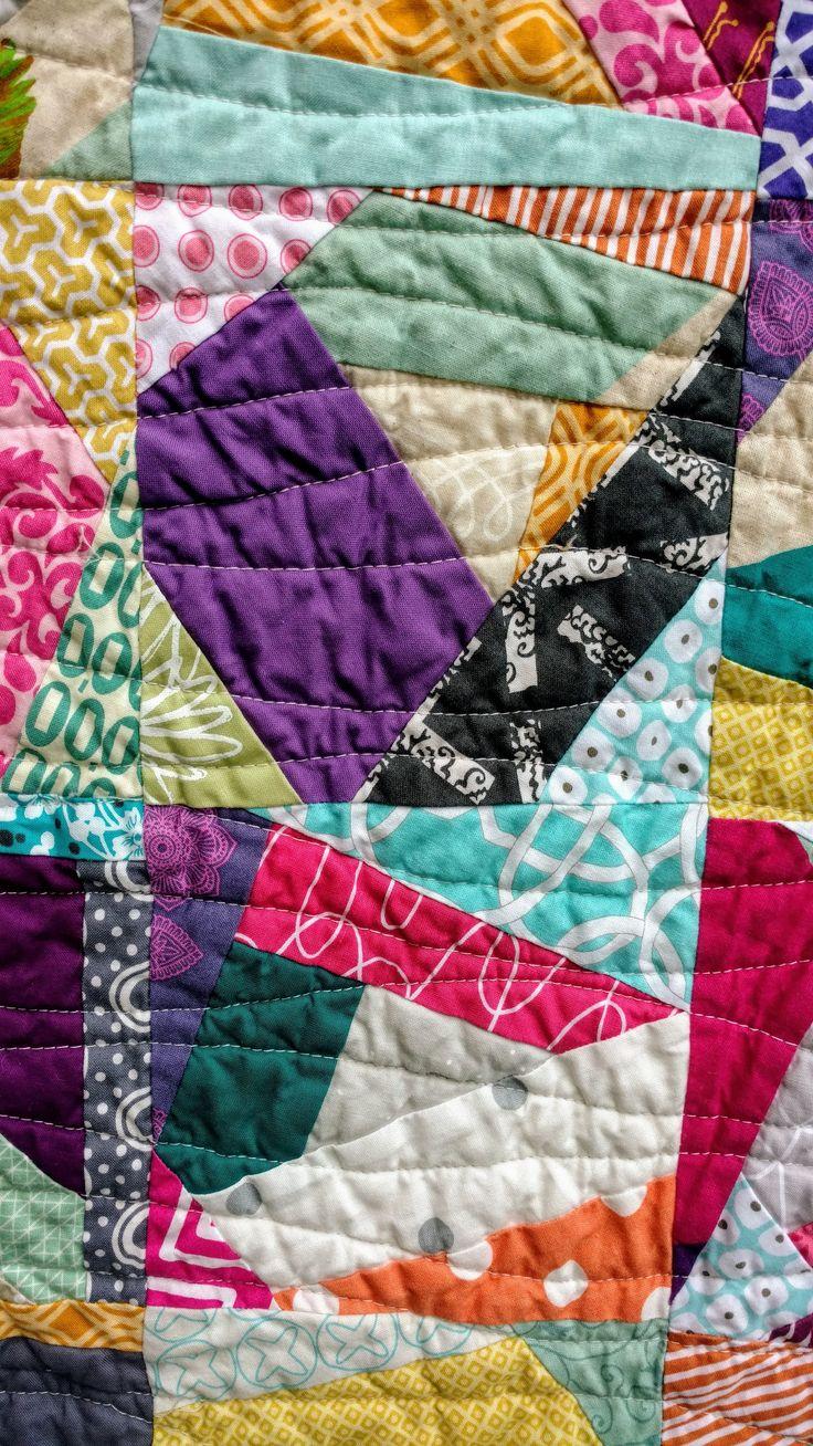 Scrappy unicornio arco iris chispitas está hecha de retazos coloridos de amigos de la costura. Me recuerda a arco iris spinkles, de ahí el nombre. El centro de los bloques es de punto, que me recordó a un unicornio. Esta colorida colcha scrappy hará un gran regalo. Es el tejido perfecto para concentrado viendo Netflix, picnics o incluso un niño pequeño/camas.  La parte central es el papel de la pieza para una mirada más precisa. Cada bloque es una diferente combinación de las telas. Mide...