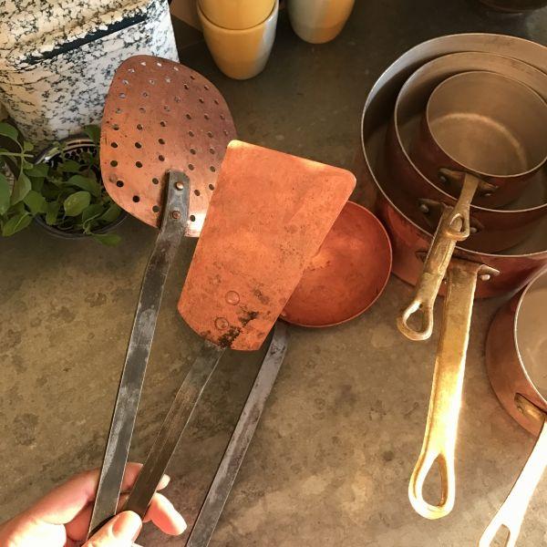 Casseroles et accessoires cuisine en cuivre / Photo Lejardindeclaire