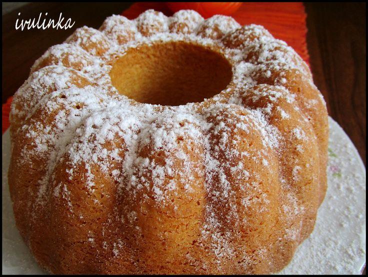 Vejce, cukr a vanilkový cukr ušleháme do pěny.Přidáme mouku s práškem na pečení a pomazánkové máslo.Dáme do vymazané a vysypané bábovkové formy a...