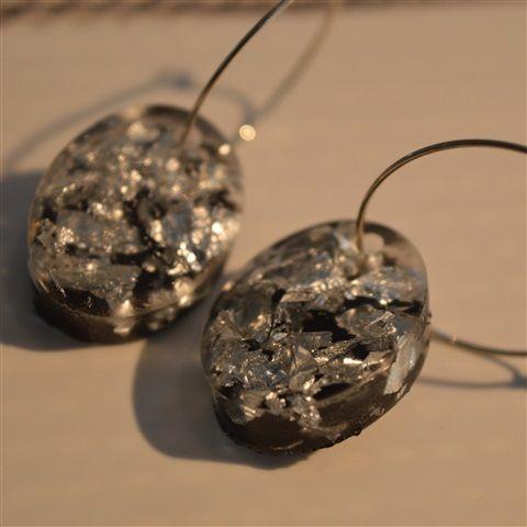 Oval dark resin earrings - 179,00 SEK - 1-2 vardagar