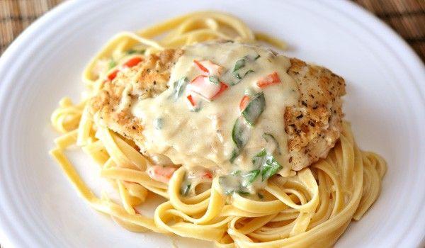 Κοτόπουλο πανέ στο φούρνο με φετουτσίνι και σος τυριού