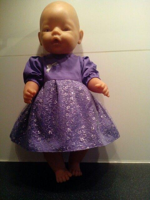 Paars jurkje met glittertule...geschikt voor baby born of andere poppen van ca. 43cm. Incl. bijpassend pofbroekje