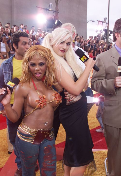 mtv 2001 video music awards - Lil Kim and Gwen Stefani