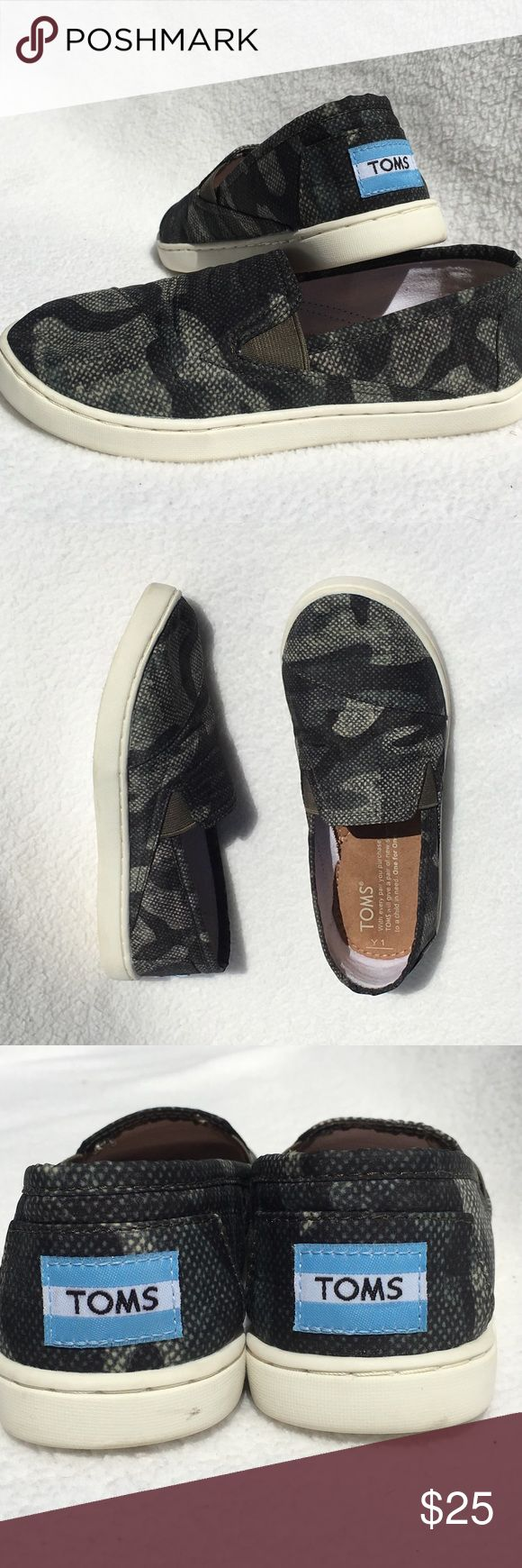 Camouflage TOMS - Boys Y1 Camouflage TOMS - Boys Y1. Black/Gray. Excellent Condition Worn 2 times TOMS Shoes Sneakers