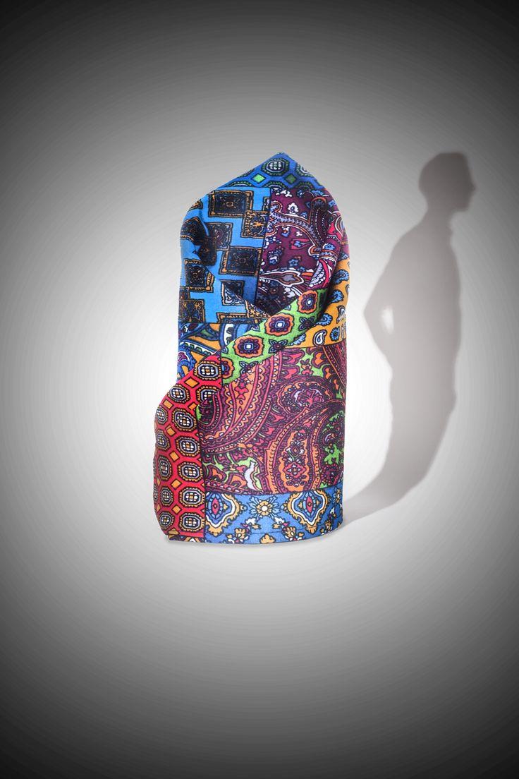 pañuelo de bolsillo  de algodón peruano  , YORGO STRATOURIS,  hecho en lima Perú.