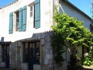 St Martin de Ré, Maison de vacances avec 4 chambres pour 9 personnes. Réservez la location 626007 avec Abritel. Maison familiale Ile de Ré proche du Port de Saint Martin de 2 à 9 personnes