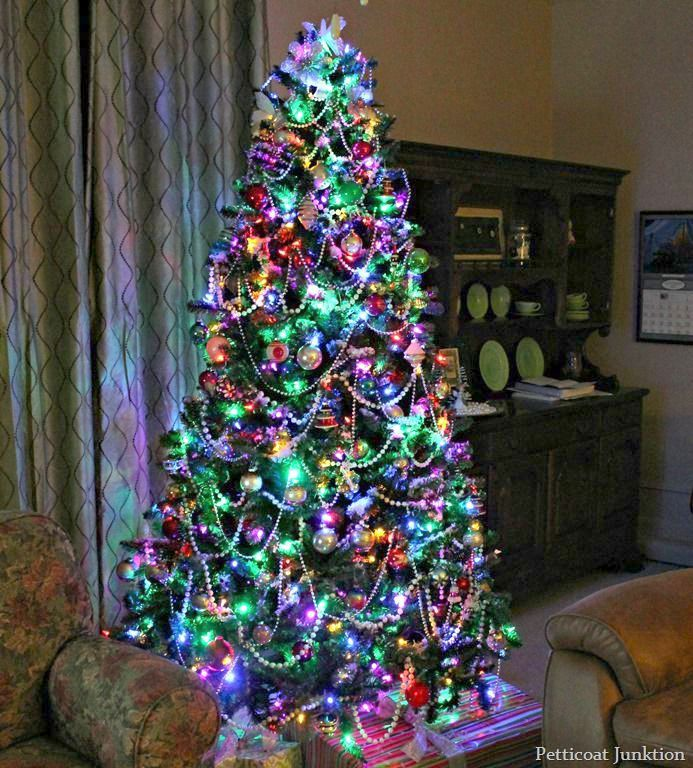 Christmas Trees In Florida Because Black Christmas Tree B M While Christmas Christmas Tree With Coloured Lights Colorful Christmas Tree Christmas Tree Lighting