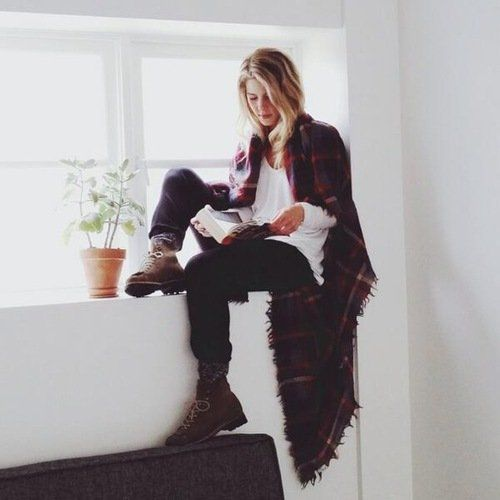 Emily Bett Rickards, love the outfit, love the picture, she's perfect
