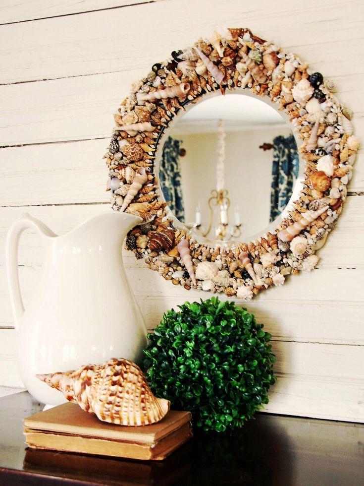 Decorazione con le conchiglie: specchio con cornice adornata