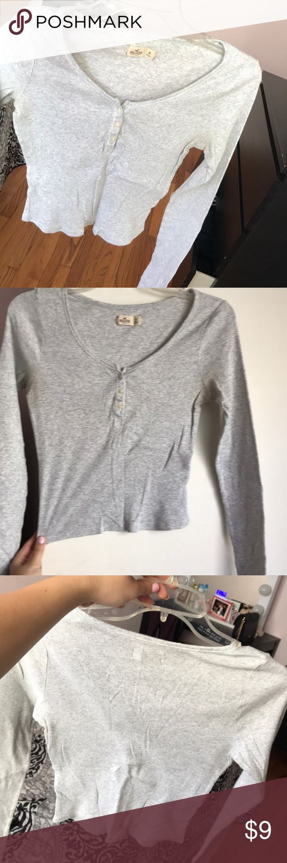 hollister grey button crop very cute and comfy long sleeve crop with buttons! Hollister Tops Crop Tops