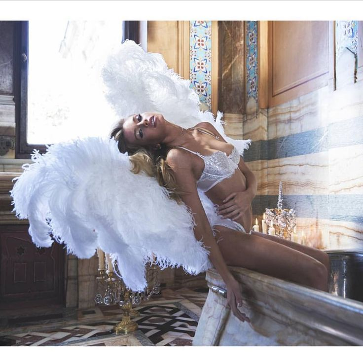 STELLA MAXWELL: UN ANGELO MOZZAFIATO! #vip #gossip #models #sexy #bikini