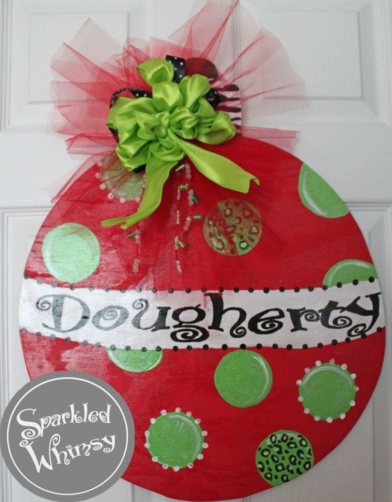 403 best all wreaths and door hangings images on pinterest for Unique christmas door decorations