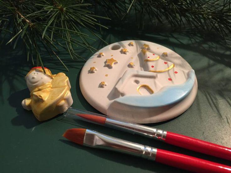 Creiamo simpatici angioletti e addobbi natalizi con la polvere ceramica e poi li decoriamo. Adatto ai più piccoli per passare un pomeriggio creando insieme ai nostri bambini. sabato 17 dicembre ore 16 costo: 10€ #corsi #gessetti #natale