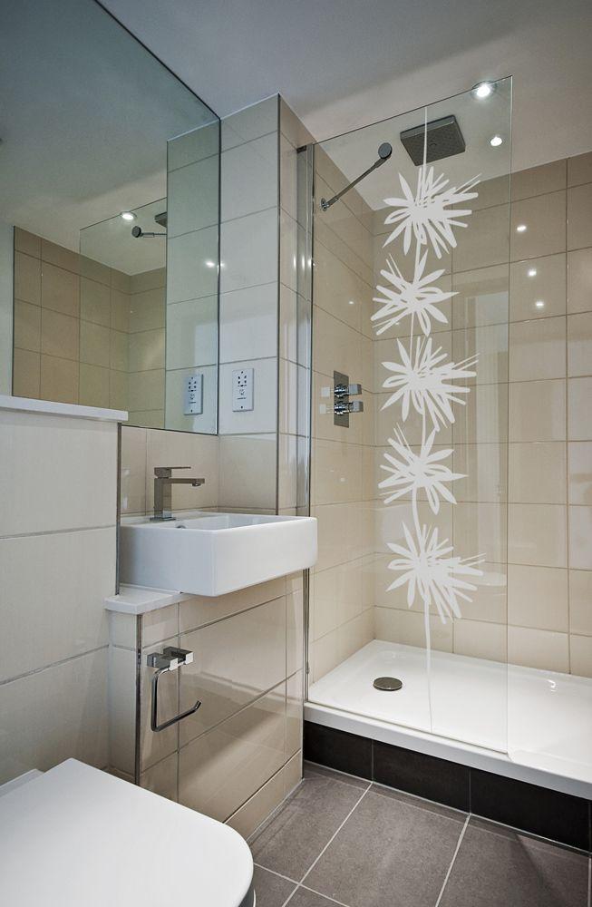 stickers Florette  en vente chez acte-deco idéal sur un pare-douche ou une porte-fenêtre  lien :  acte-deco.fr