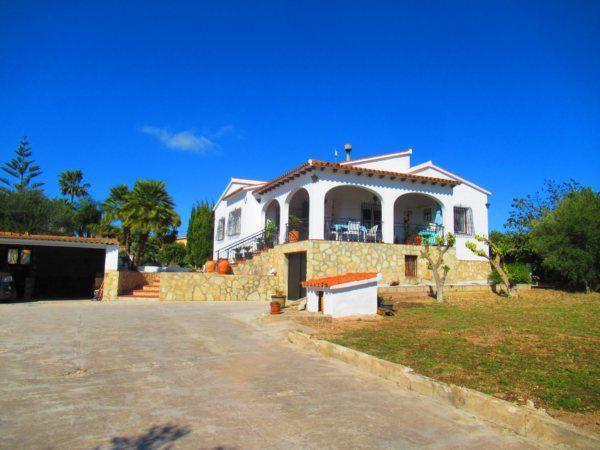Villas And Fincas For Sale On The Coastal Area Of Denia Alicante In Spain In 2020 Villa Mediterranean Style Homes Property