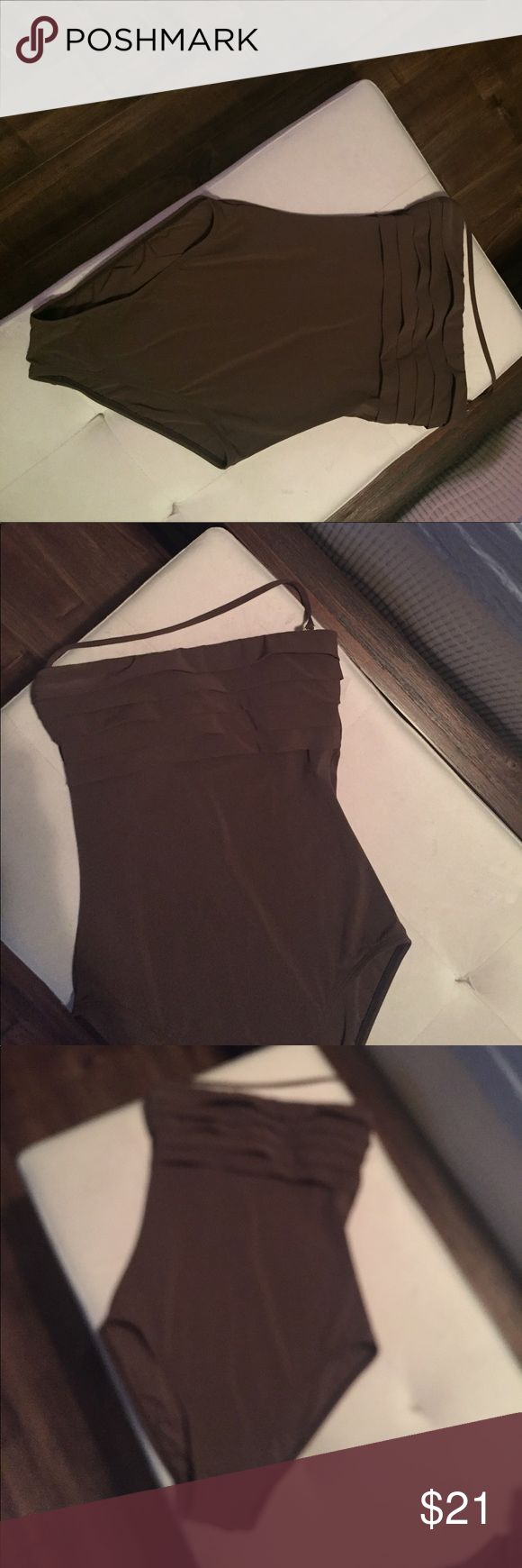 La Blanca by Rod Beattie one piece swimsuit brown One piece good condition removable strap La Blanca Swim One Pieces