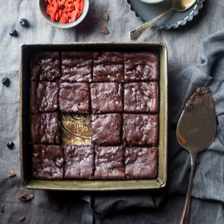 These easy vegan brownies are so dense and chewy that you'd never know they're a superfood-packed, healthy and paleo dessert for only 107 calories!