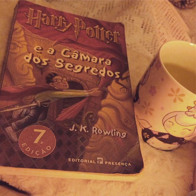 Boa noite 📖☕️ #nightnight #goodnight #sunday #sundaynight #domingo #read #iloveread #ilovebooks #currentread #harrypotter #harrypotterandthesecretschamber #geekygirl #imnerdyandiknowit #tea #chá #perfectnight #sogood #bookandtea #autumn #outono #fall #october #outubro #likeforlike #like4like #coldnights
