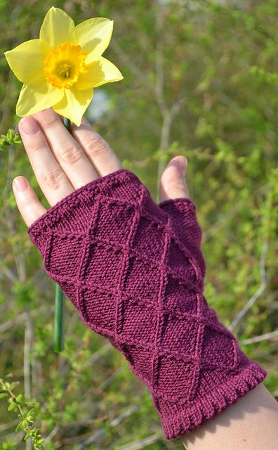 Diamonds and Pearls mitts by Sarah Woodlandknitter Taylor