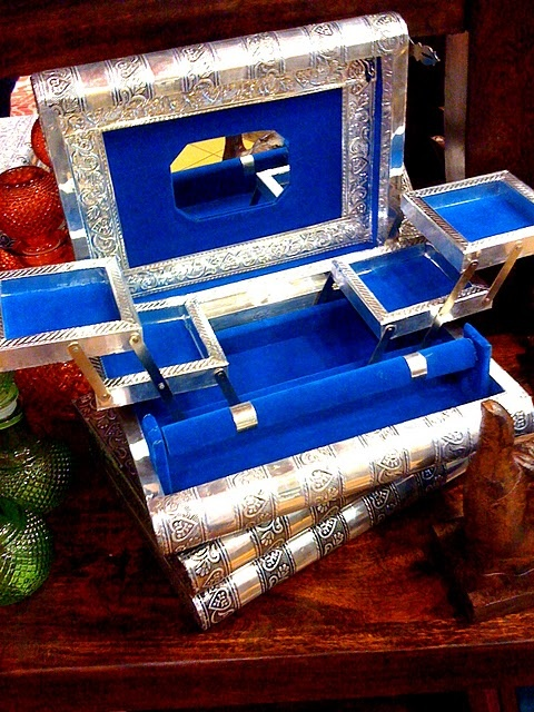 day 7 - clean  - Jewelry box @ Earthbound Trading Company.